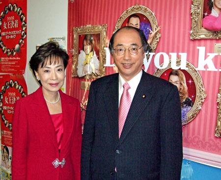 出演者控室階で松あきら参議院議員と 一緒に出演した松あきら参議院議員と日本テレビの出演者控室階で